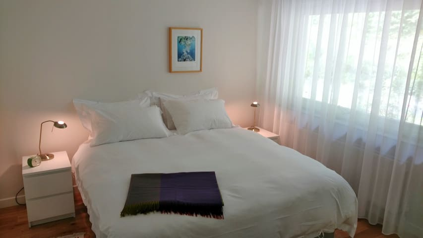 Curl up in 100% cotton sateen sheets - Bedroom 1