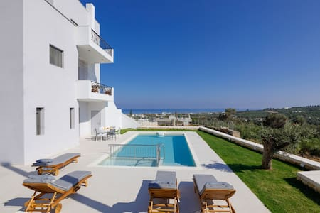 New apartment, 1.4 km from the beach, private pool