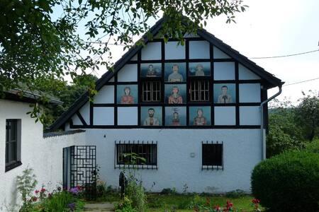 Außergewöhnliches Ferienhaus Eifel - Kronenburg