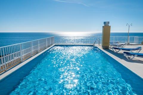 Kondo uz more u Marbella Centru s dva bazena i parkingom