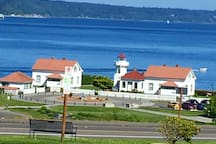 Walking distance to the ferry, train station and light house