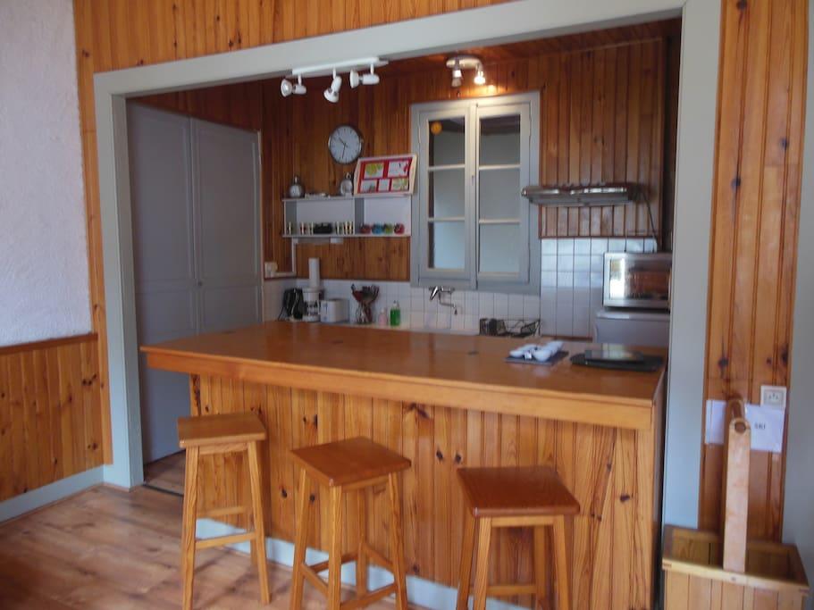 Superbe appartement t3 aux eaux bonnes appartamenti in for Cuisine al americaine
