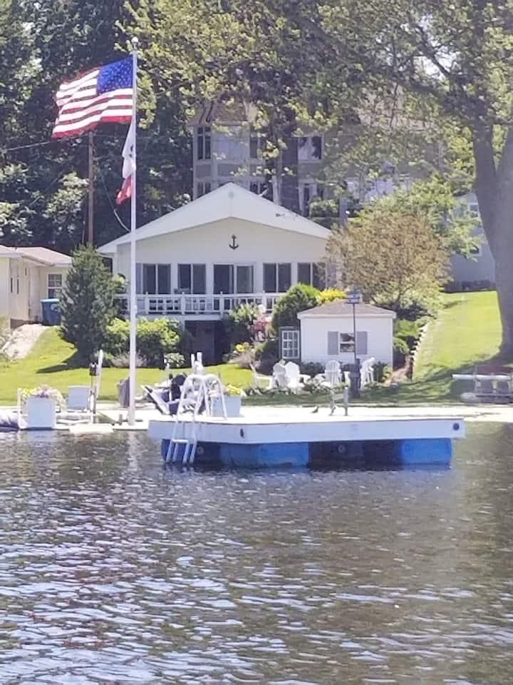 Waterfront Cottage on Spring Lake