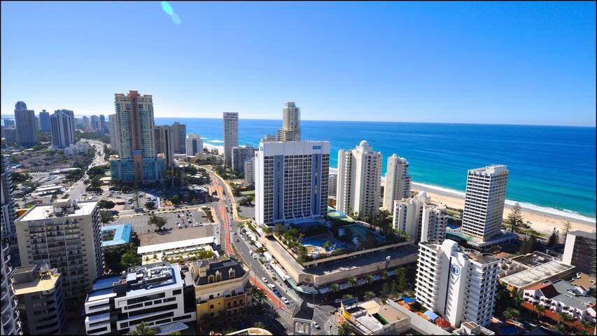 32nd Floor Ocean Views 3 Bedrooms Surfers Paradise - Surfers Paradise - Apartment