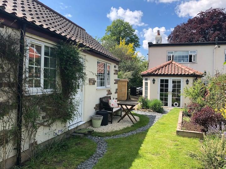 Garden Studio in the heart of Goldsborough