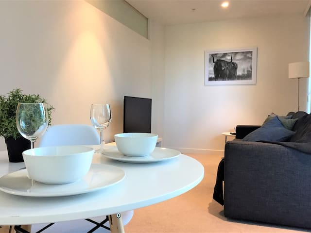 Amazing 1 bedroom apartment at the Emerald!