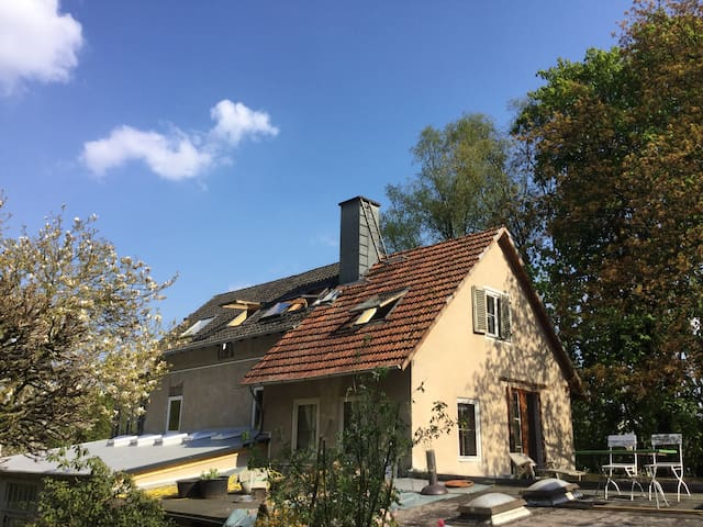 Gemütliches Dachzimmer - Marburg - Casa