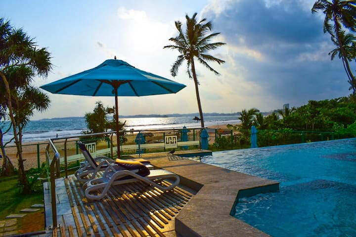 Ocean View Suite with spacious bedrooms in Weligama