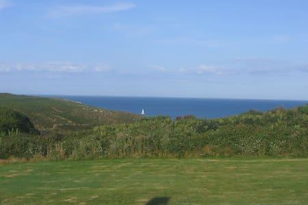 Maison et terrasse superbe vue mer - Locmaria