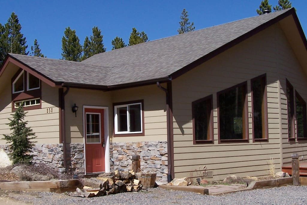 3 bed/2 bath Ranch w/ 1 room Studio