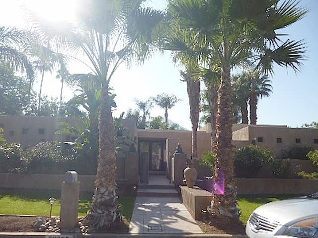 Indian Wells entire home 3000 sq ft