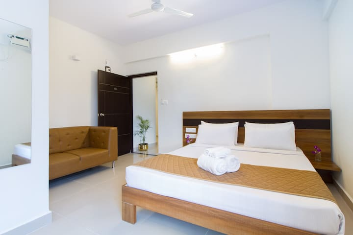 Room with Kitchenette @ Sanctum ITPL w Breakfast