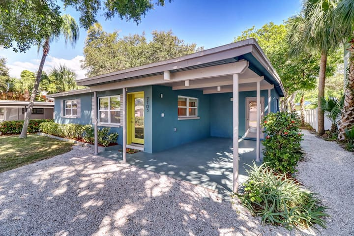 Lovely Remodeled Beach Cottage 1 block from Beach