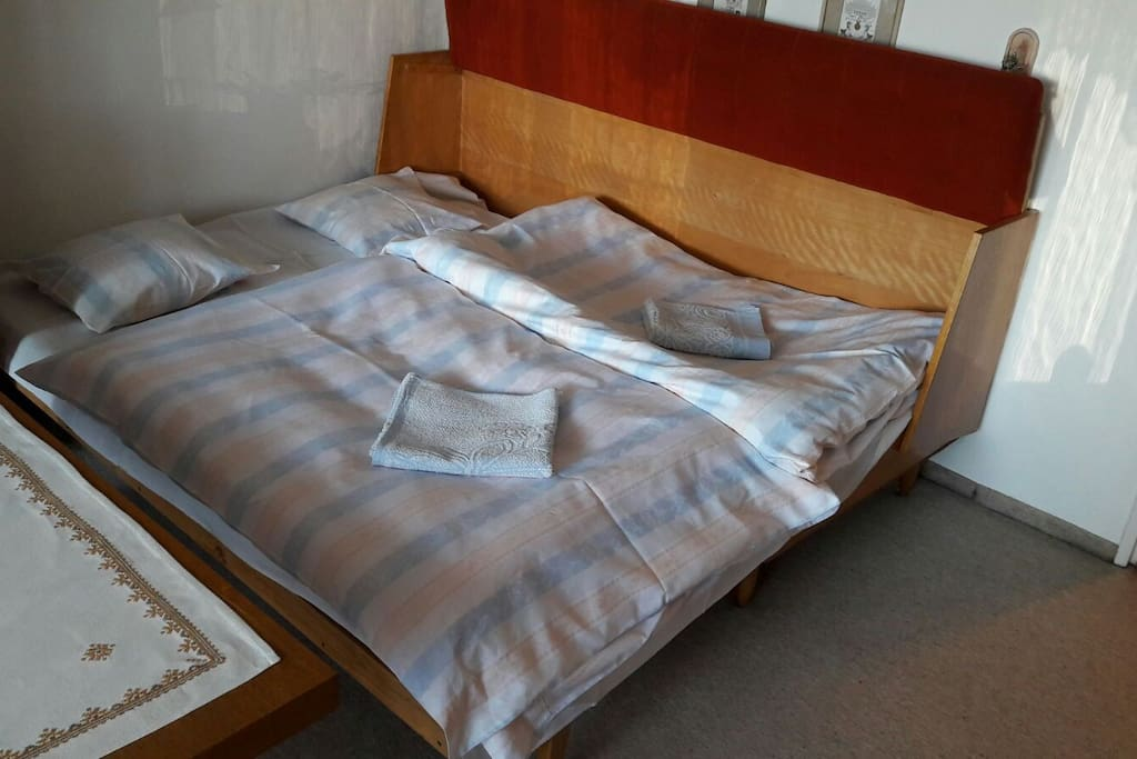 Sleeping bed for two