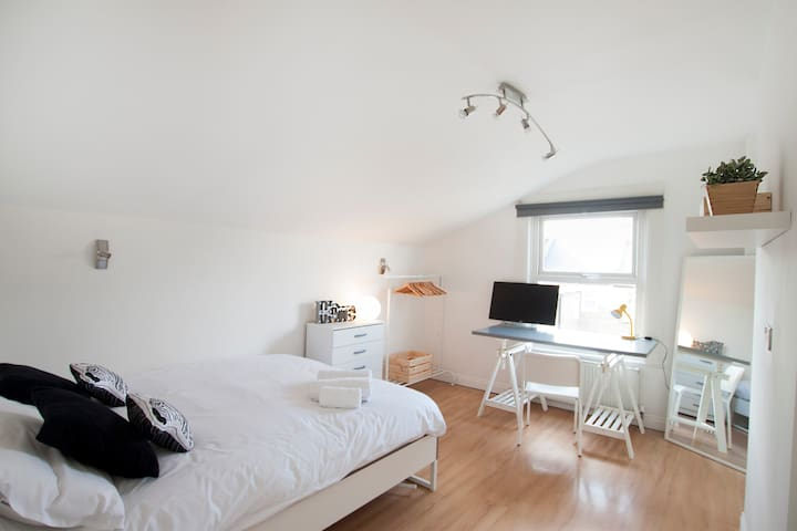 Special double bedroom in Franciscan Road by Allô Housing