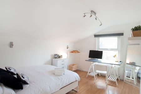 Franciscan 294 Bed & Breakfast Double Room. R6 - London