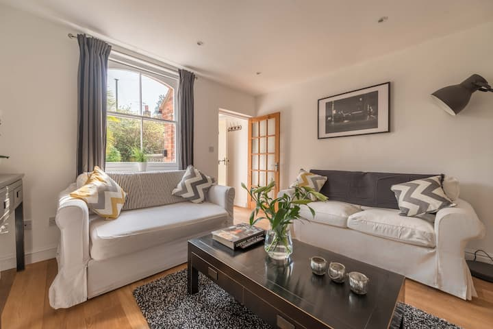 Stunning Character House In The Centre of Henley