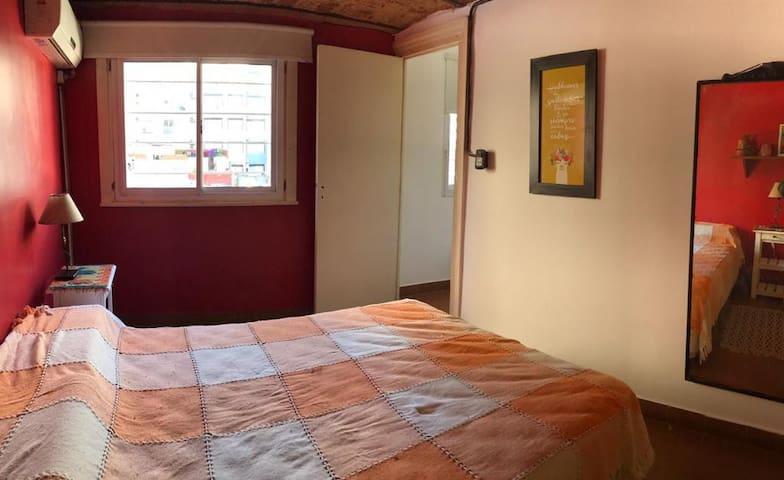 Luminosa y tranquila habitación con amplia terraza