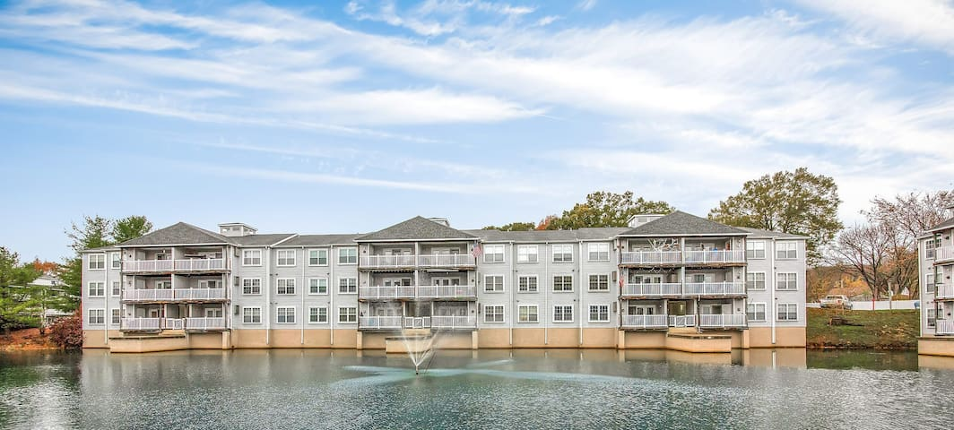 Stylish, tranquil lakeside condo
