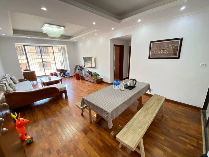 中缅国门|JanSu•简宿|缅甸柚木地板落地窗安全温馨小区