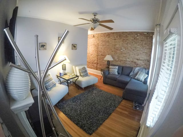 """Blue Ox"" Charming 2 Bedroom Triplex - S Broadway"