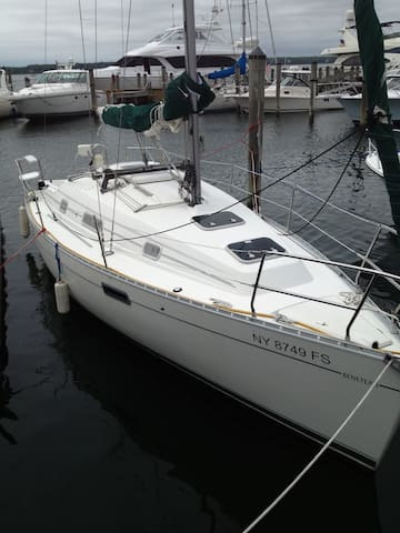 30' pristine sailboat