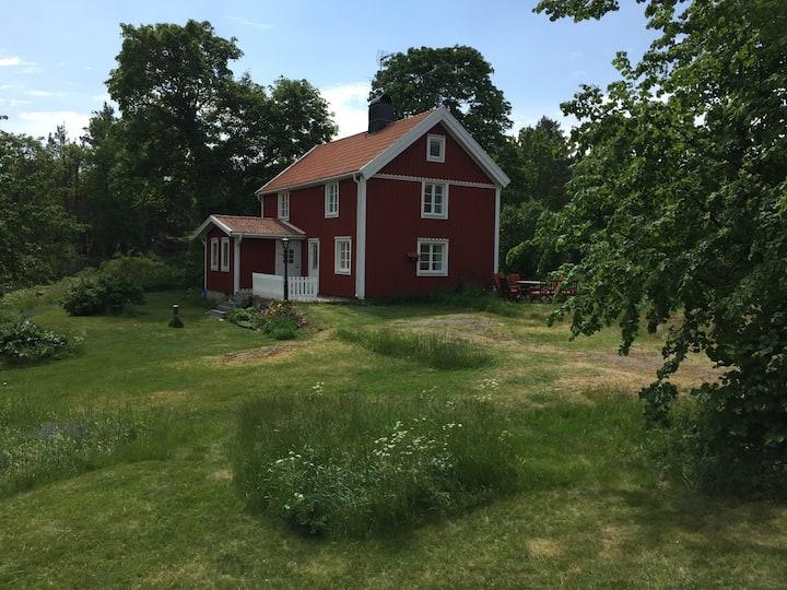 Stort sommarhus i Misterhults skärgård