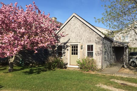 The Wren's Nest: Sweet mid-Island Home, 1 week Min - Nantucket