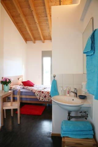 Doppelzimmer Economy, mit Dusche WC auf der Etage
