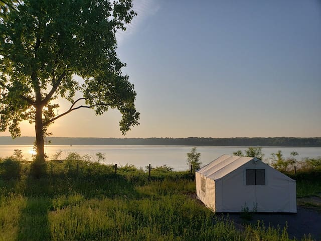 Terra Glamping: East Hampton Water View Tent