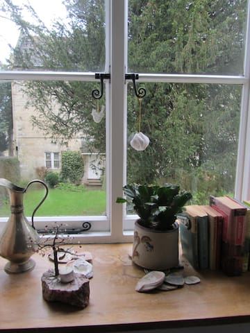 Quiet Room/ organic breakfast in Stroud