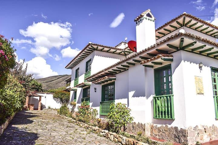Casa Compostela tu cabaña ideal en Villa de Leyva