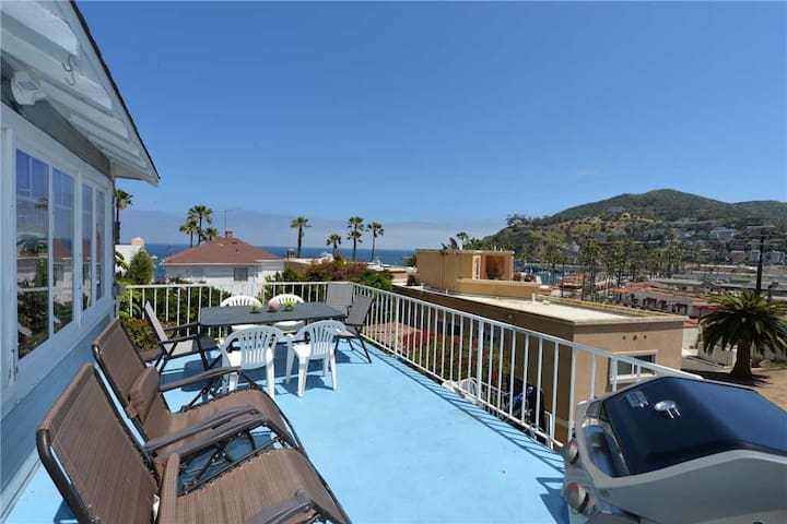 Catalina Beach House+Large Deck with Great Views - 116 Maiden Lane