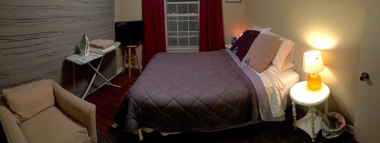 Private Bedroom in Beautiful West End Neighborhood