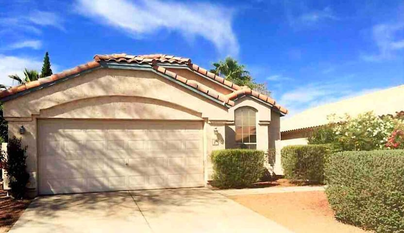 Private Queen Bdrm 15mins from PHX Airport