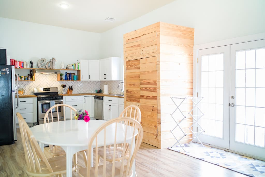 Kitchen and dining area with 12' ceilings and laundry facilities