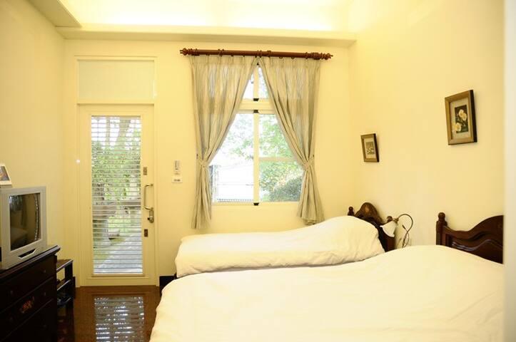 Quiet Triple Room facing garden