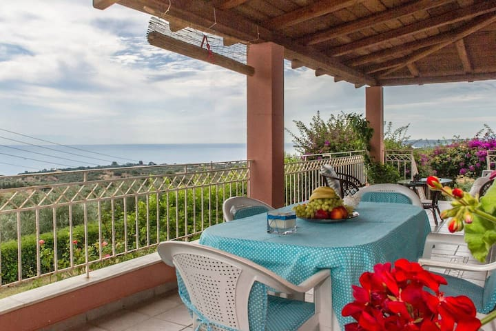 Country house with panoramic view and beach access