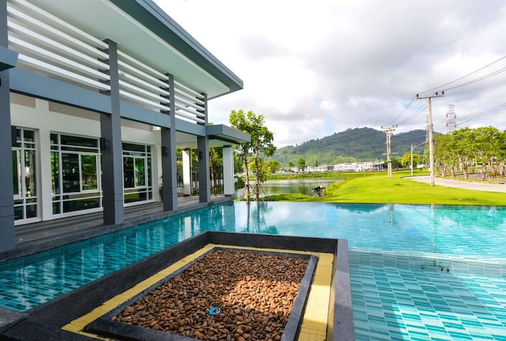 3BR Villa w/high speed wifi, gym, pool, garden 120