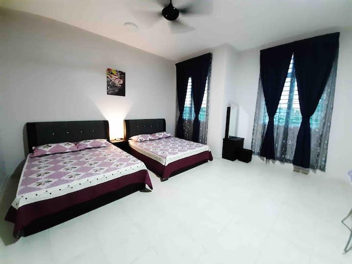 Azka Home 2 ( 5 mins to Melaka Central)