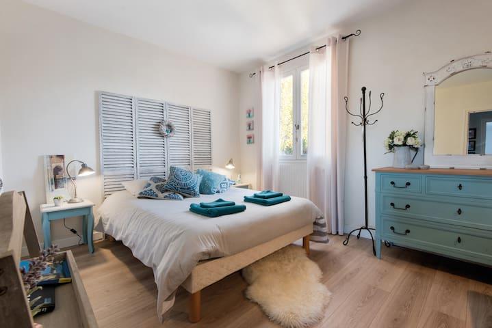 Chambre agréable avec salle de bain - La Rochelle