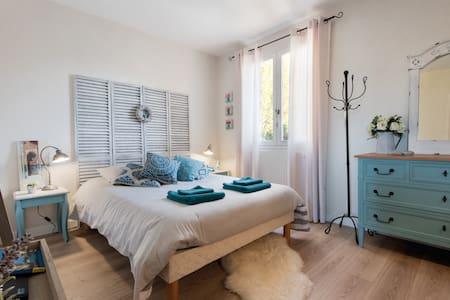 Chambre agréable avec salle de bain - La Rochelle - House