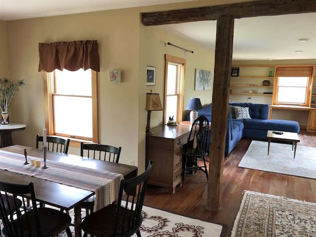 Quaint Pet-friendly Getaway in Lincoln Farmhouse