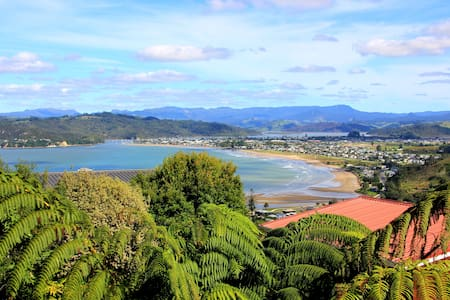 Little room up the top of a beautiful town - Whitianga - Dům