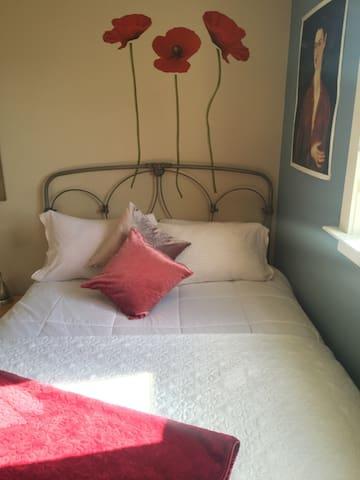 Comfy queen bed!
