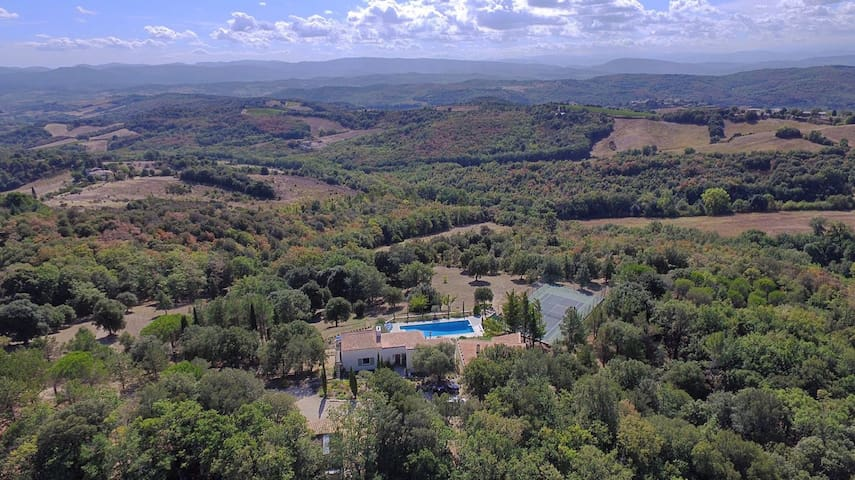 An exceptional private estate next to Carcassonne. - roullens - Huis