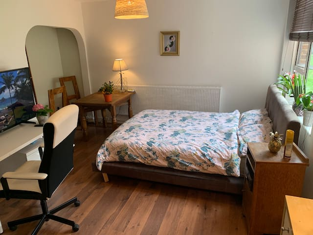 DOUBLE ROOM AT CENTRAL LOCATION NEAR USA EMBASSY