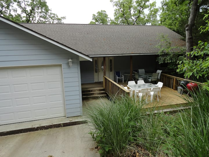 Black Oak - Lakefront Home that Sleeps up to 27!!!