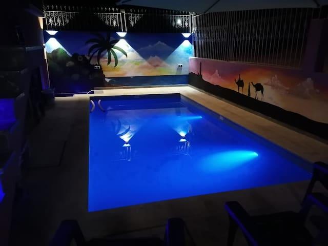 Appartement au bord de la mer avec piscine