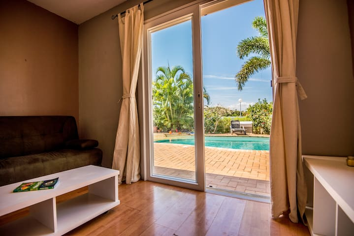Self contained, sunny guest 2 room-apartment. - Noumea - Haus